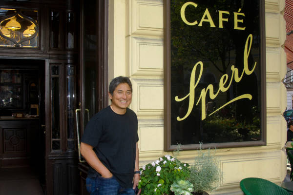 Guy Kawasaki vor dem Café Sperl