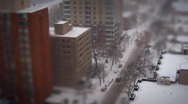 Schneeige Winter-Stadtlandschaft in Unecht-Optik