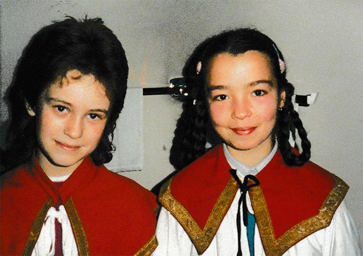 Zwei Ministrantinnen