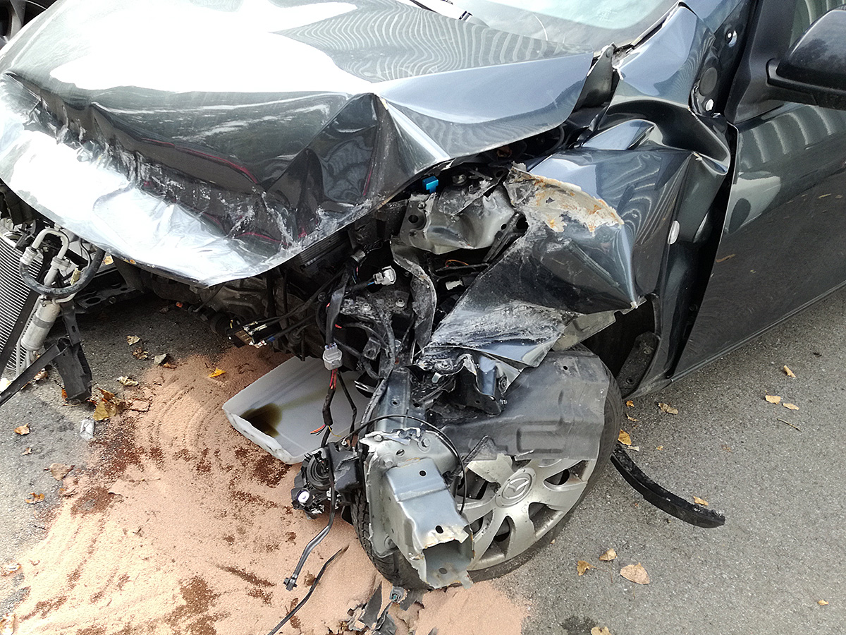 Wie sich ein Airbag beim Aufprall anfühlt - Reifenplatzer auf der Autobahn